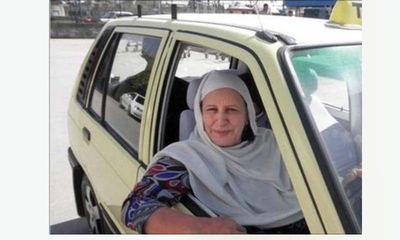Zahida Kazmi: First female taxi driver of Pakistan |www.raah.tv